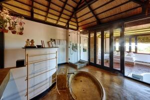 Jacuzzi Villa Bathroom 1