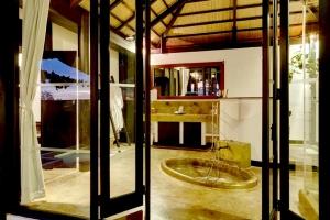 Jacuzzi Villa Bathroom 2