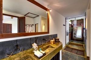 Sea View Villa Bathroom 2
