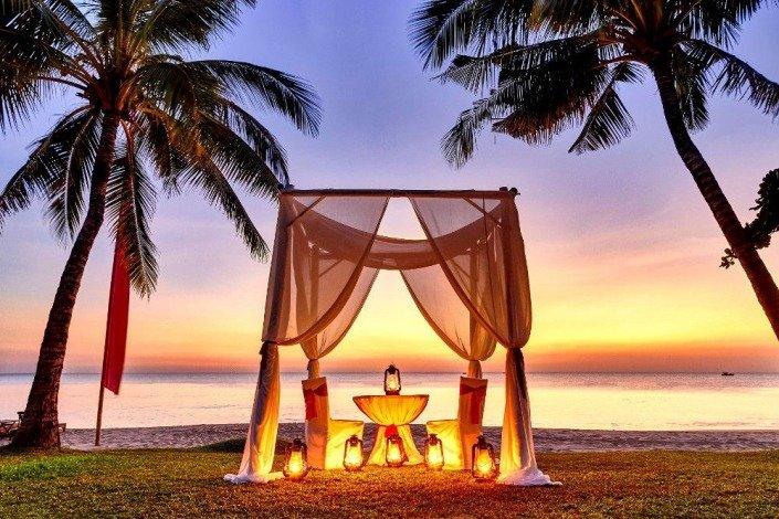 Romantic Diner - Beach & Sunset